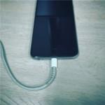 【裏技】身近な「あるモノ」を使って、iPhoneやiPadのLightningケーブル(充電ケーブル)の断線を防止する方法