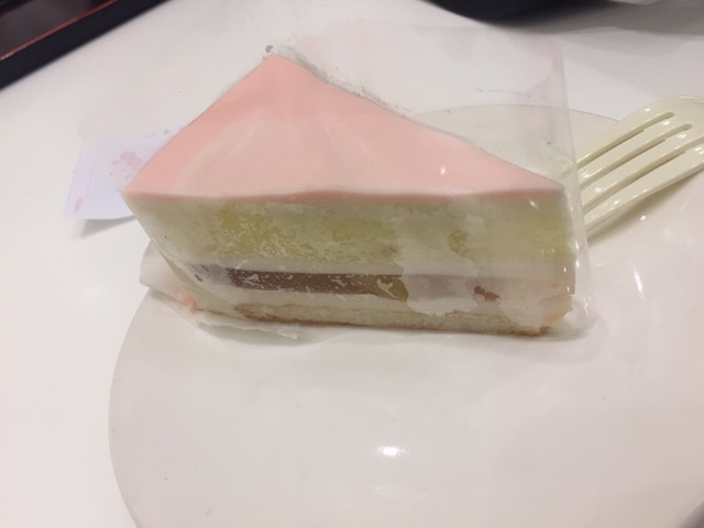 スタバ白桃ケーキ