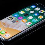 【iPhone X】一部ユーザーに、着信時に画面点灯が遅れる不具合が発生中。不具合の影響で電話に出られないという人も。